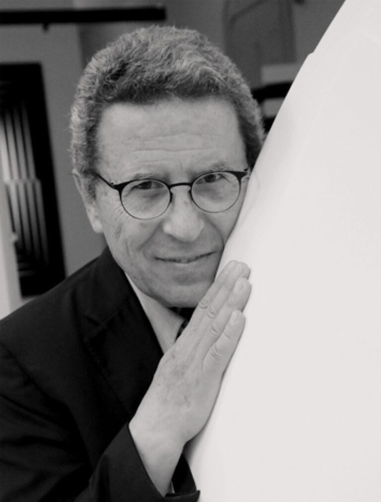 Ritratto Marcello Morandini bianco e nero, primo piano.