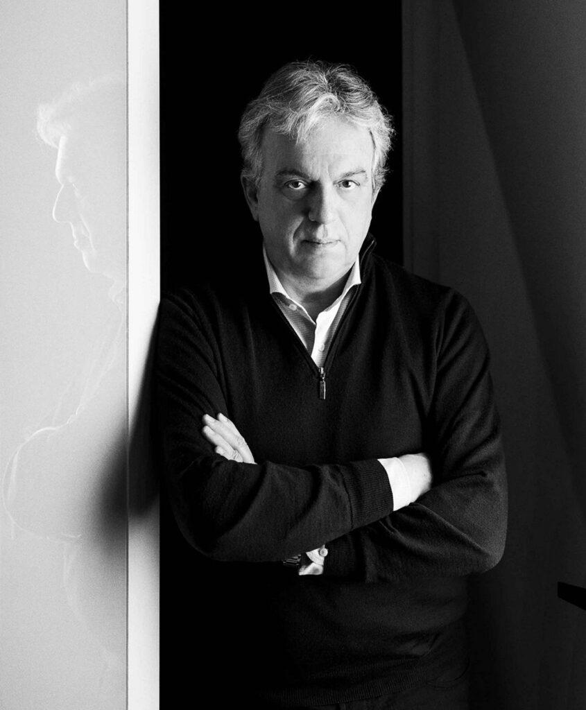 Ritratto in bianco e nero del designer Marco Piva